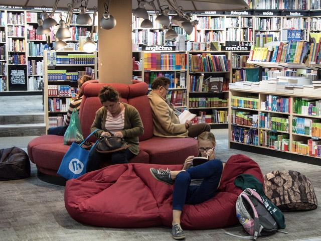 Barn på biblioteket